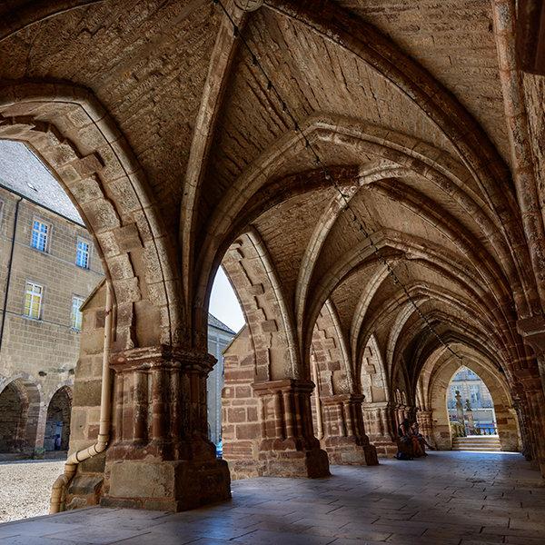 Visiter le Cloître de l'Abbaye, Luxeuil-les-Bains